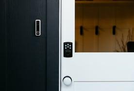 vivint-doorbell-camera-pro-house-doorlock
